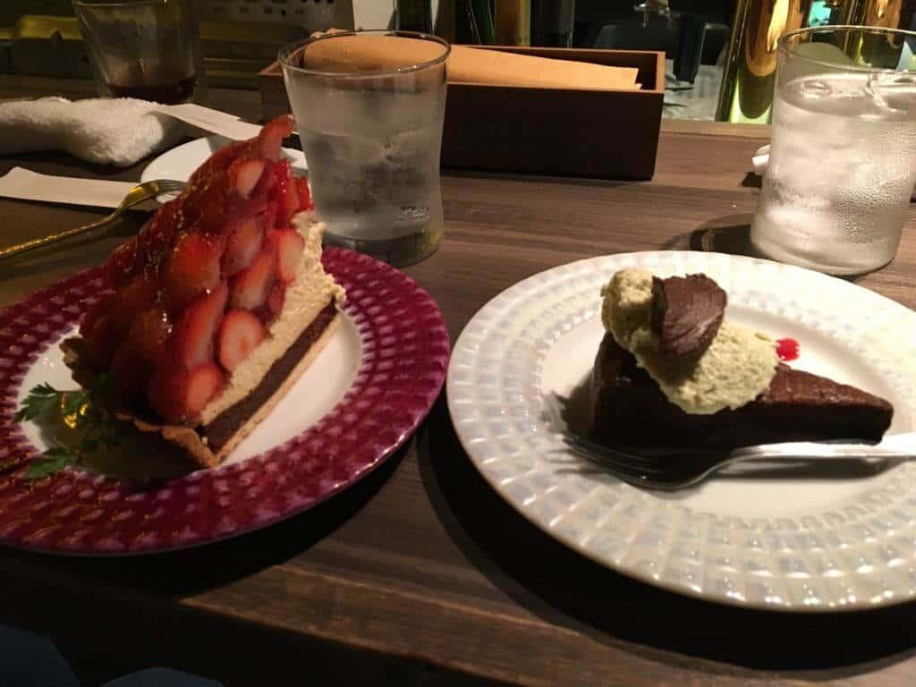 苺のタルトとショコラ・ショコラ・ピスタチオ