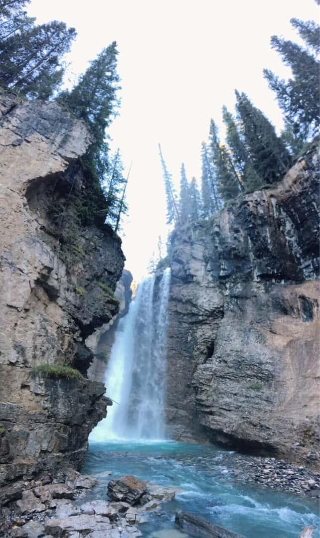 ジョンソンキャニオンの滝